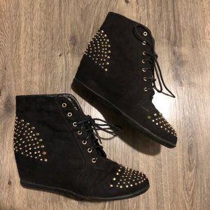 Black&Gold Stud Ankle Wedge Booties